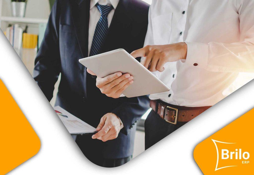 Sistema ERP en reunión de negocios